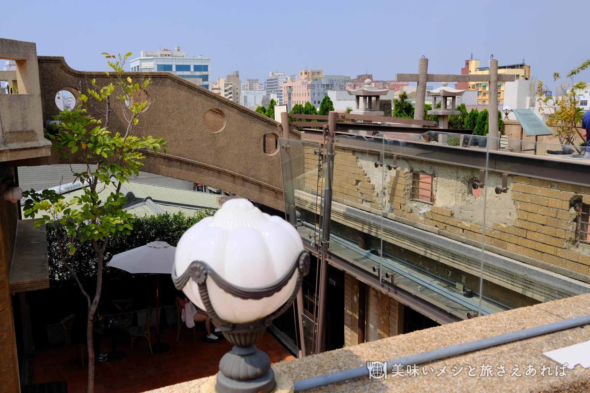 林百貨の屋上に残る戦禍の跡